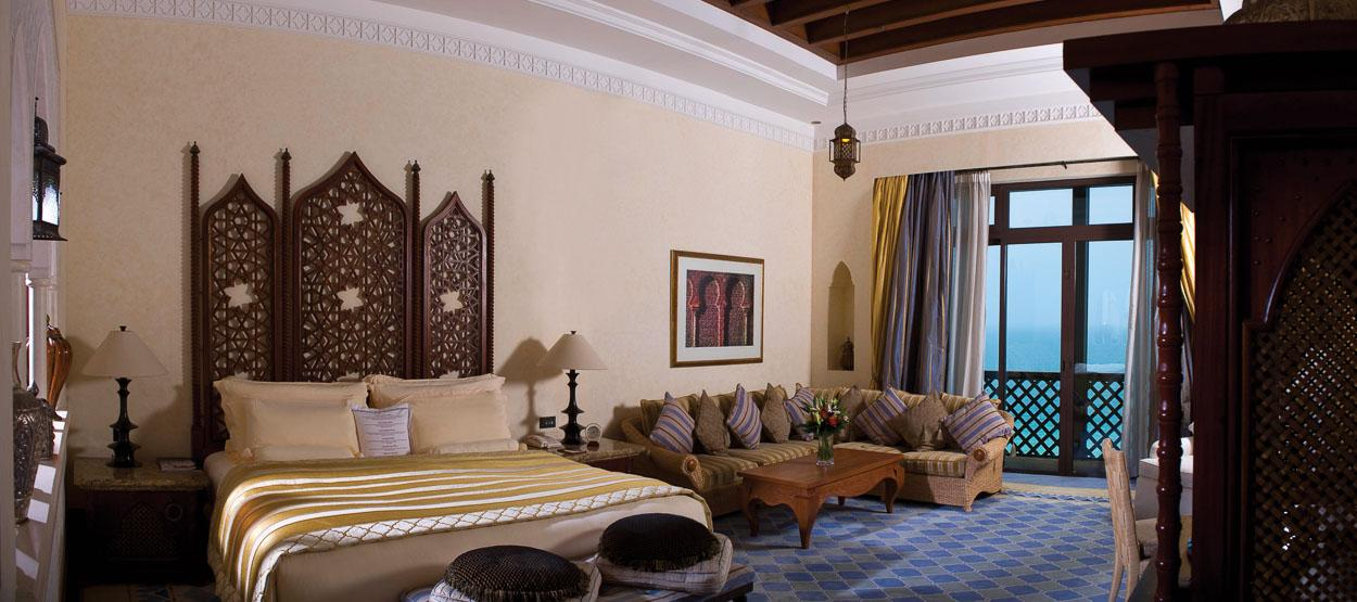 madinat-jumeirah-mina-a-salam-royal-suite-master-bedroom-hero