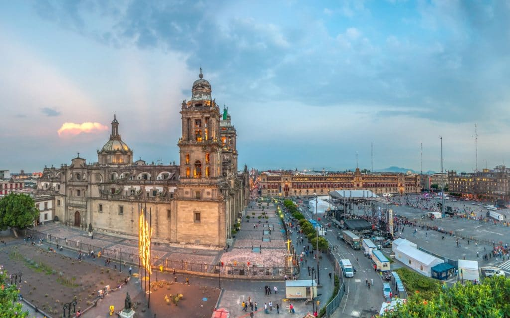 201411-w-worlds-most-visited-tourist-attractions-the-zocalo-mexico-city